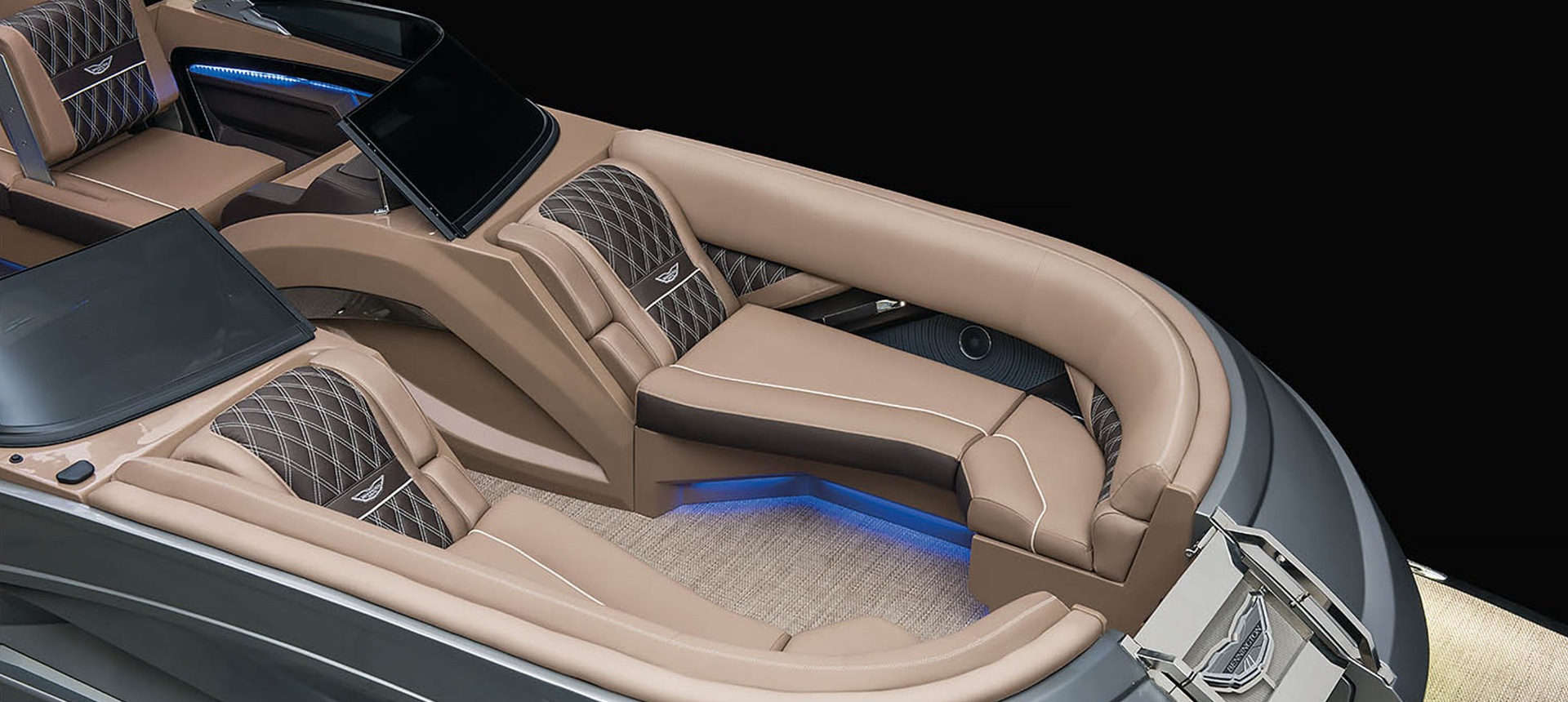 Pic of QX Sport model boat