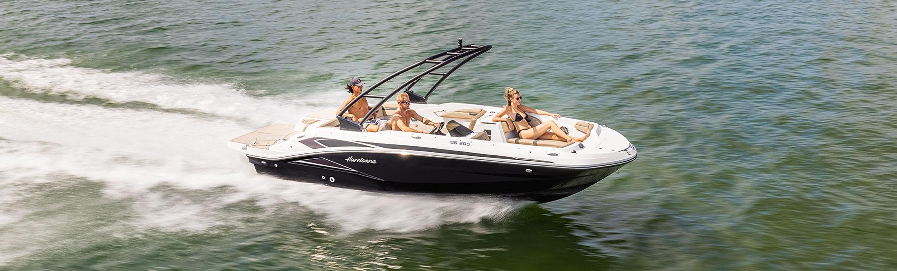 Hurricane SunDeck Sport IO deck boat