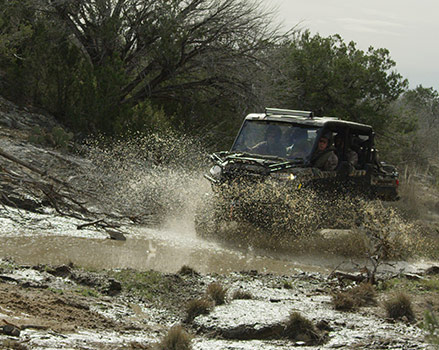 Mud-riding UTV