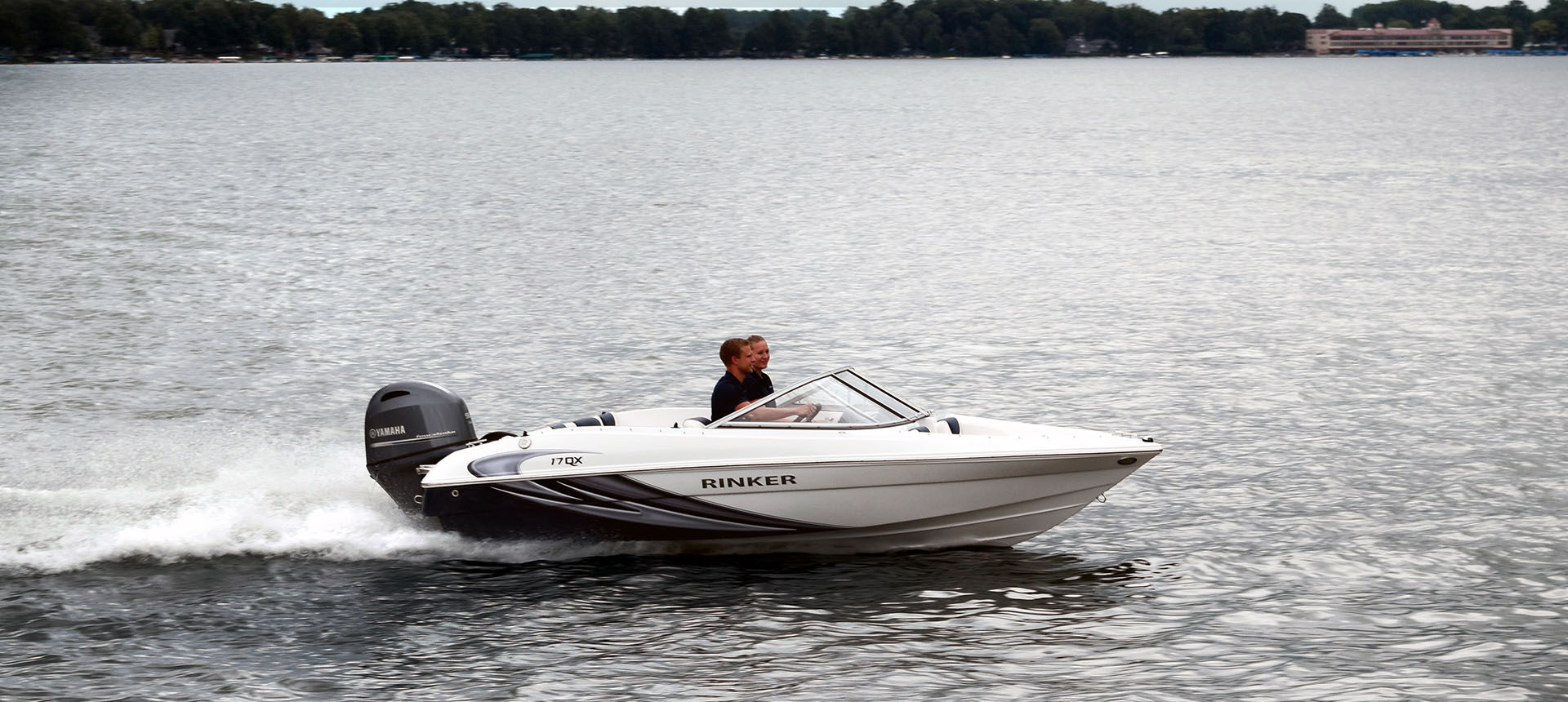 Pic of 17QX Outboard boat underway
