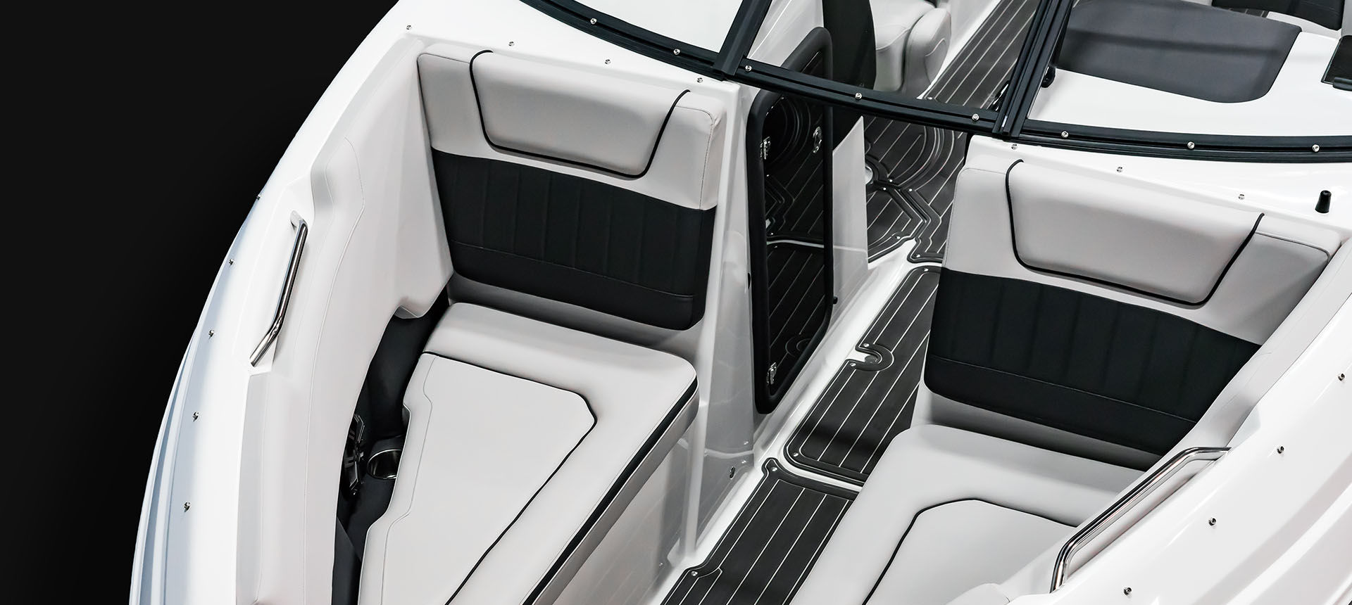 Pic of Q5 Outboard bow seating